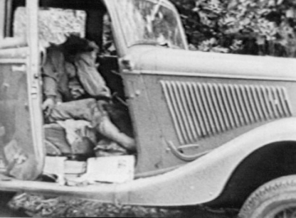 Bodies of Bonnie & Clyde seen still in car